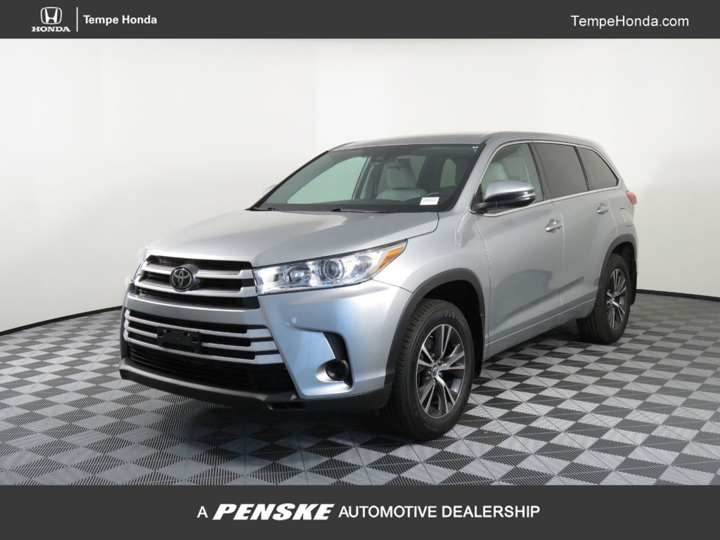 Pre-Owned 2017 Toyota Highlander LE V6 AWD